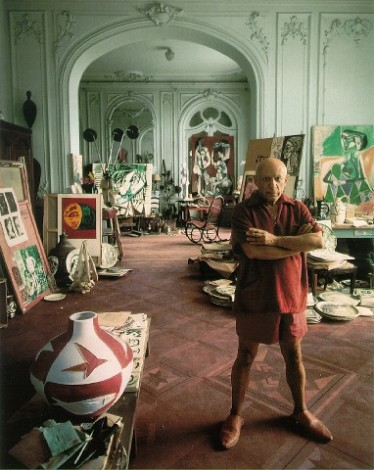 arnold-newman-pablo-picasso-cannes-1956-374x470